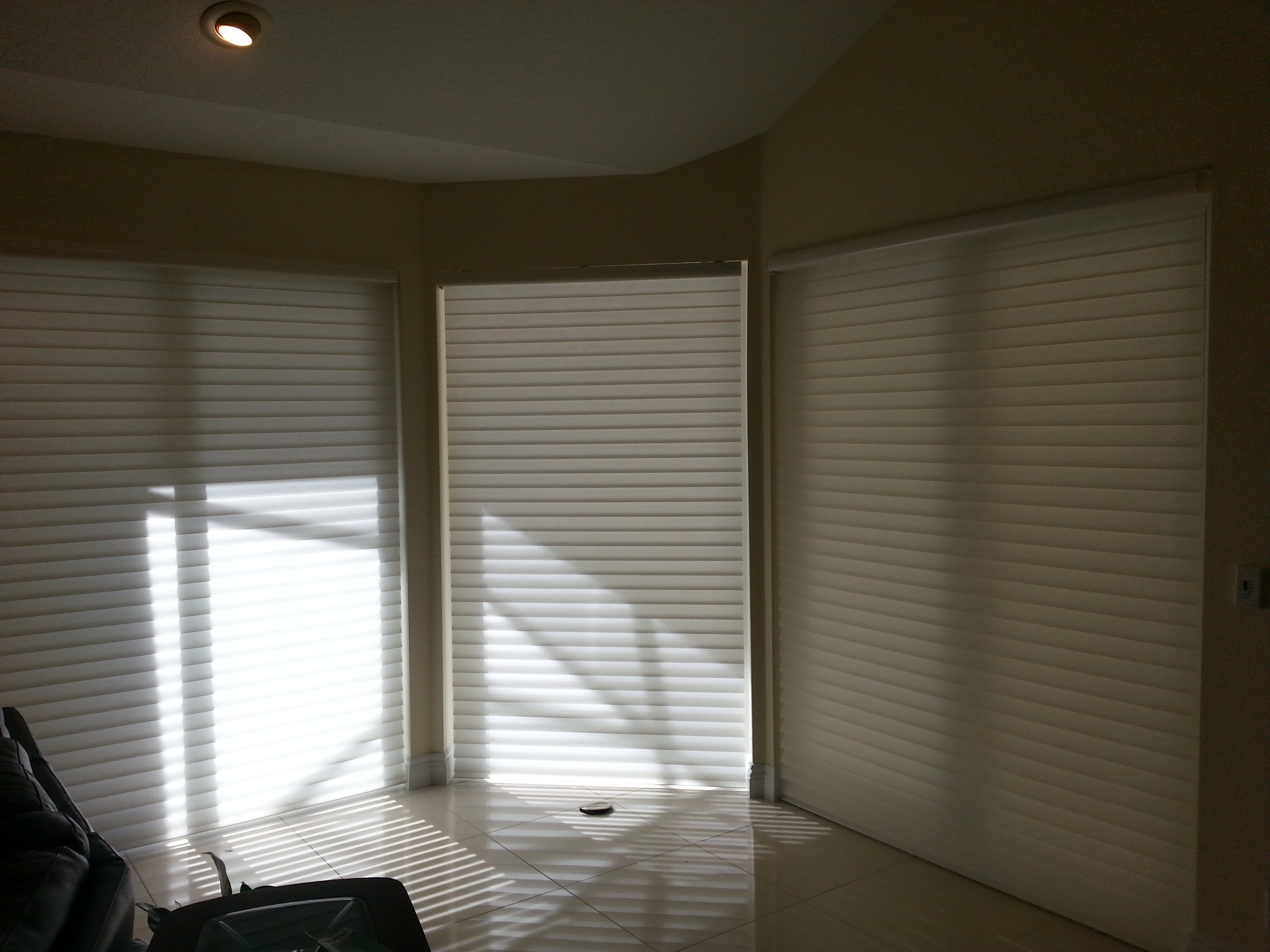 Gallery manufacturers of custom window treatments for Window treatment manufacturers