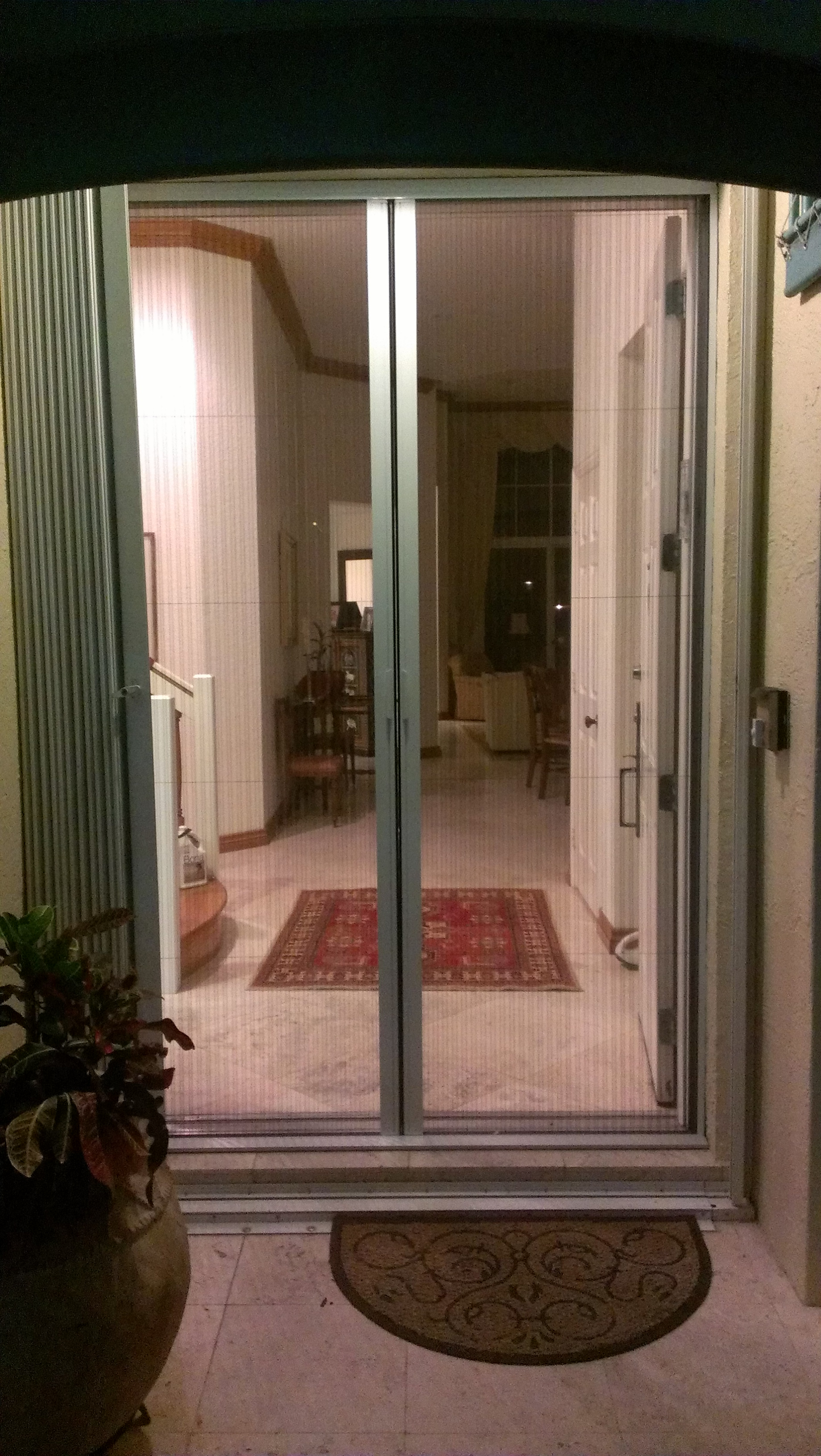 Retractable screens another satisfied couple in aventura for Entry door with window that opens