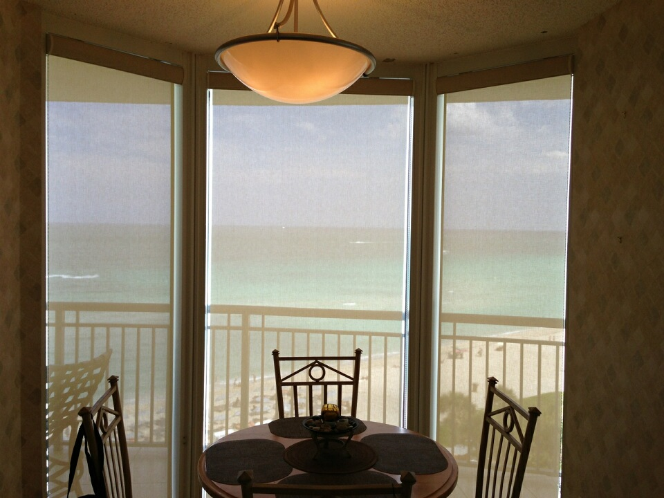 Roller shades manufacturers of custom window treatments for Window treatment manufacturers