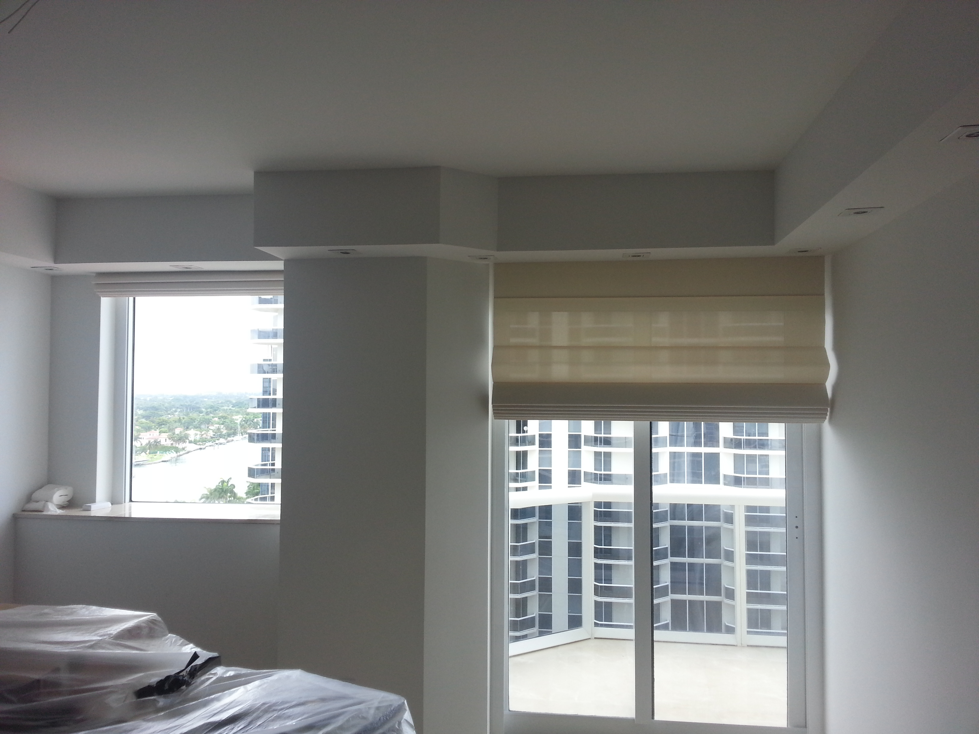 Roman shades manufacturers of custom window treatments for Window treatment manufacturers