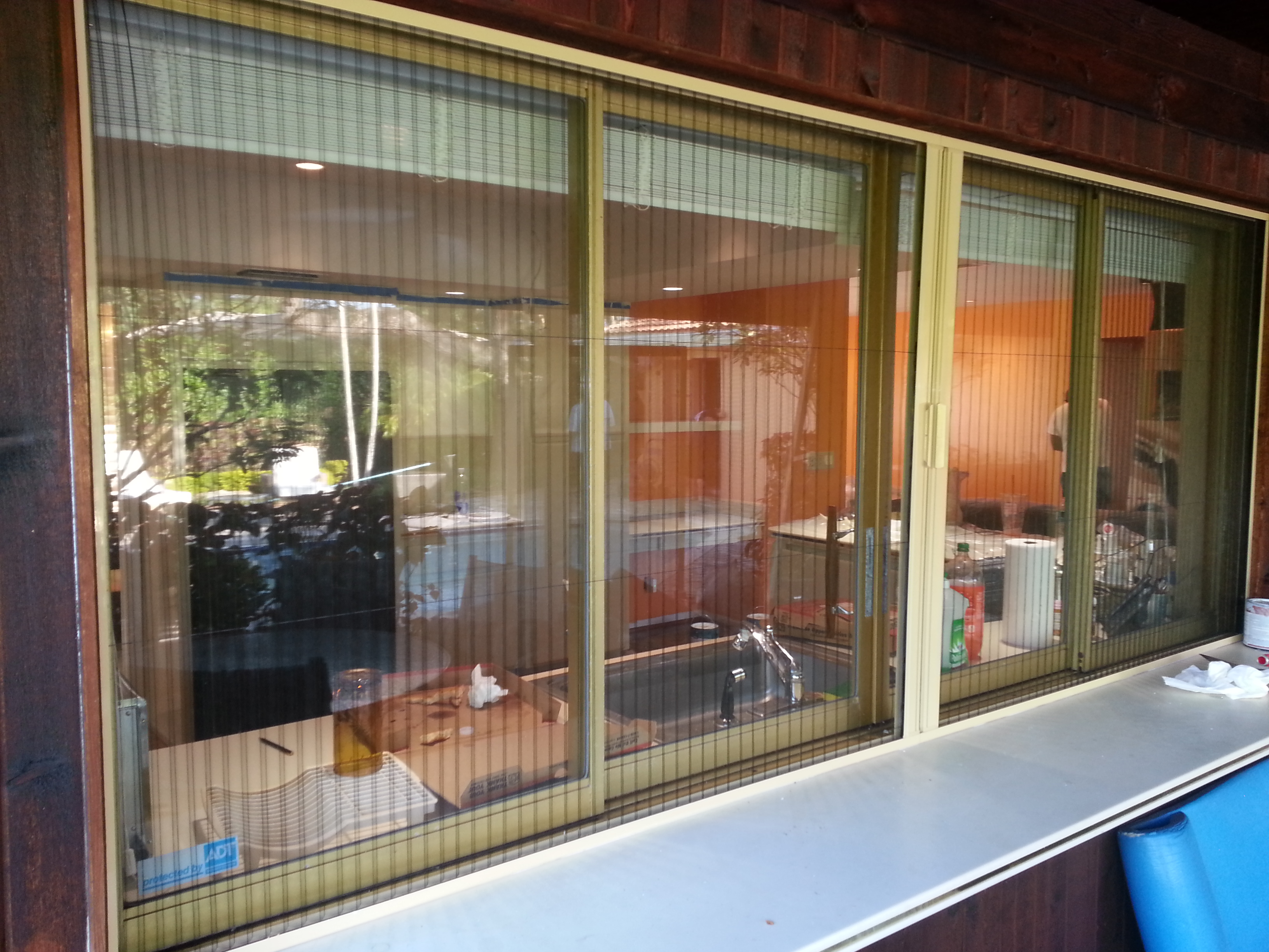 Retractable screen doors and windows for your home for Windows with retractable screens